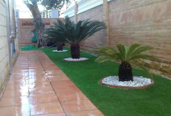 Jardines con cesped artificial cheap csped artificial en for Decoracion parques y jardines